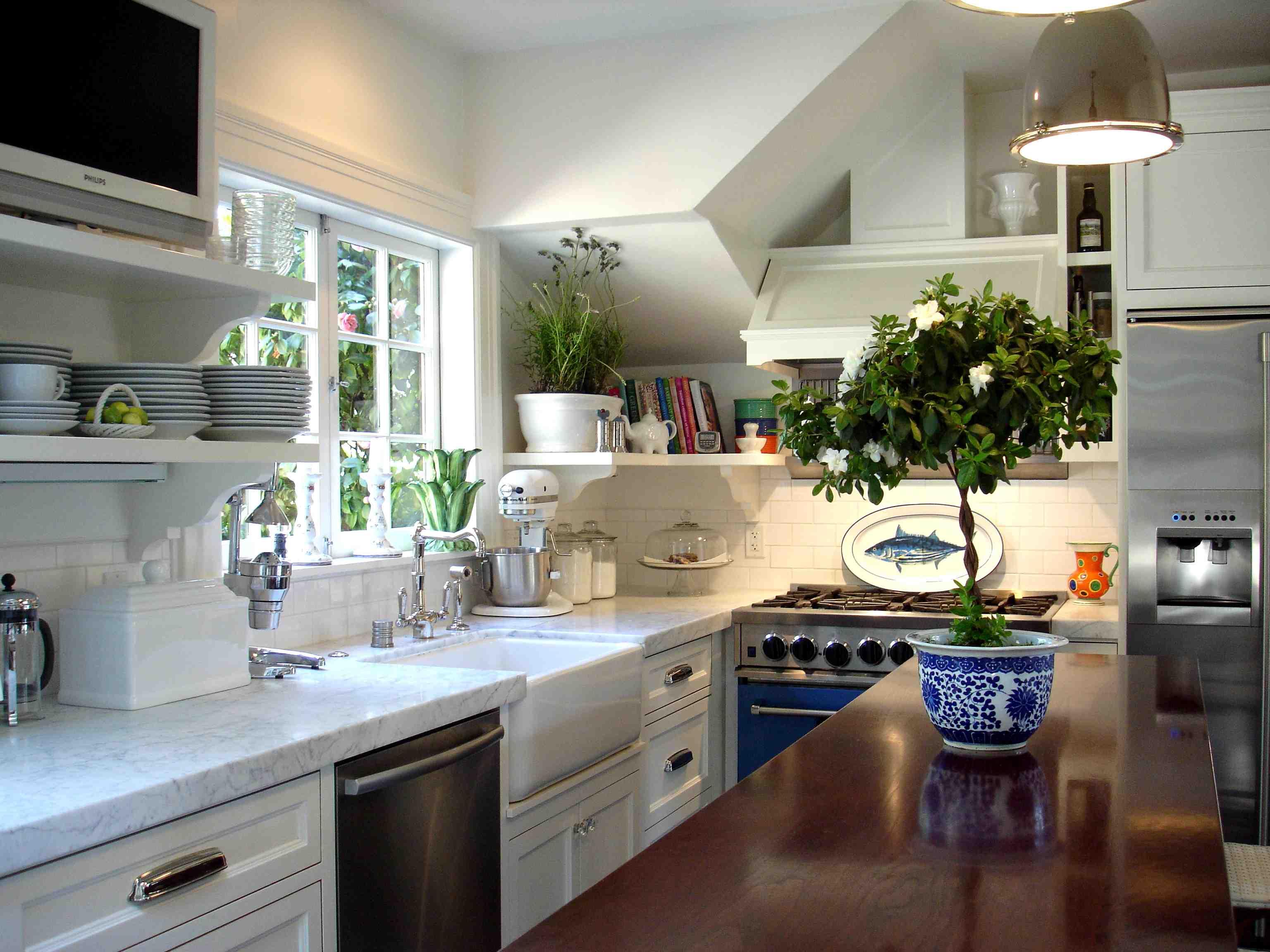 Дизайн кухни с цветами фото